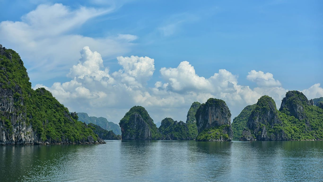 Ha Long Bay The Astonishing World Heritage Site In Vietnam