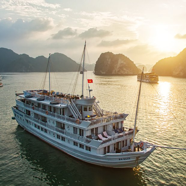 Halong Bay overnight boat trip