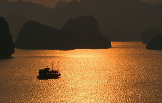 A golden dusk in Halong