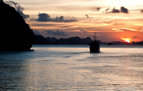 Amazing sunset while cruising in Halong