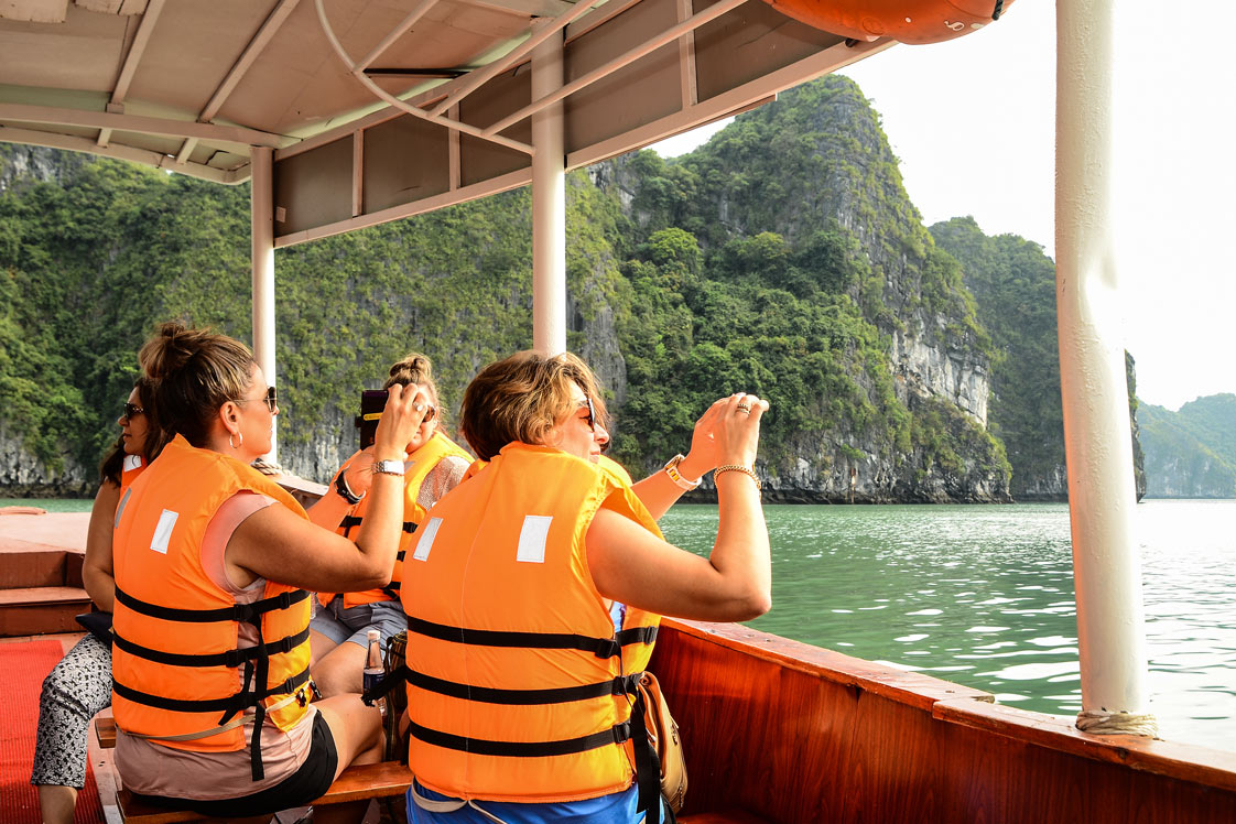 Onboard wifi & mobile connection in Halong Bay | Paradise Cruises